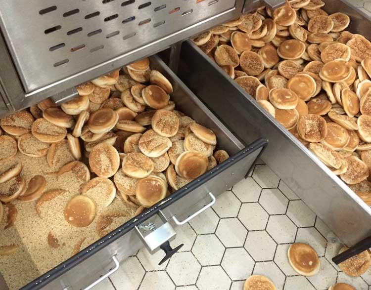 Bread pan cleaner
